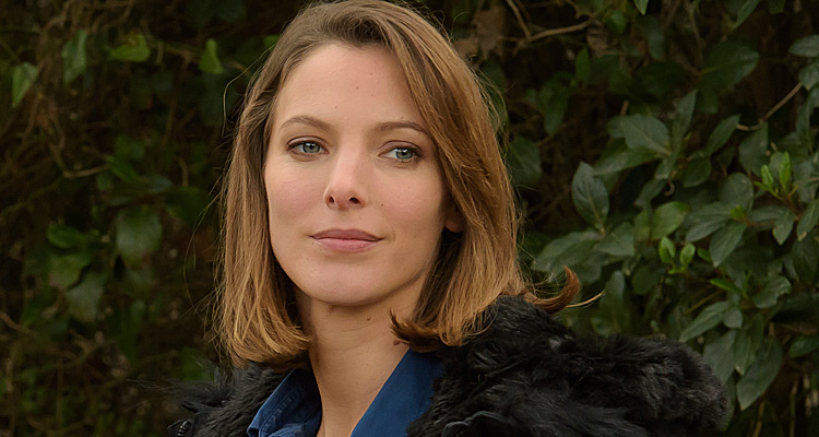 Elodie Varlet (Meurtres à La Ciotat) : « ça m'a beaucoup changé de mon personnage de Plus belle la vie »