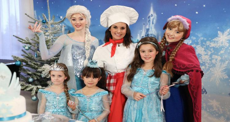 Disney party les princesses f tent no l pour passer le 24 d cembre avec elsa raiponce la - Raiponce petite ...