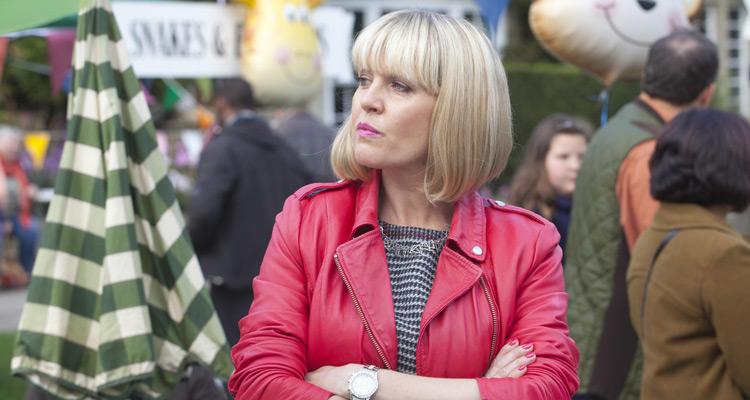 Agatha Raisin : Ashley Jensen (Glee) enquête à Carsley dans l'adaptation des romans de M. C. Beaton