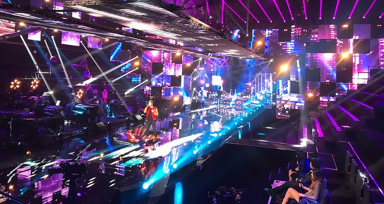 Nouvelle Star 2017, les coulisses : un plafond d'écrans aériens de 12 tonnes et un catwalk inédits en télévision PHOTOS