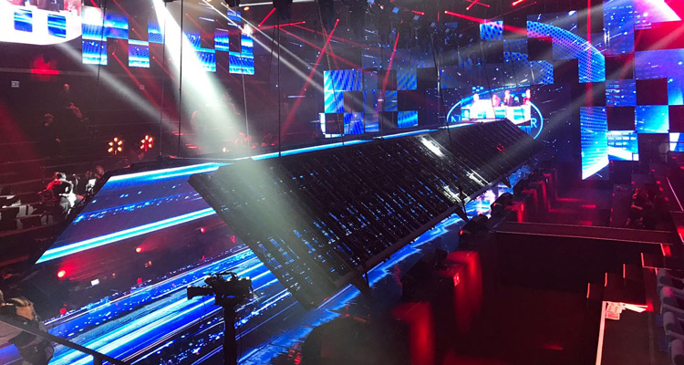 nouvelle star 2017 les coulisses un plafond d crans a riens de 12 tonnes et un catwalk. Black Bedroom Furniture Sets. Home Design Ideas