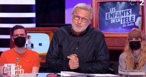 Audiences TV Access (dimanche 16 mai 2021): Kaamelott tombe, Les mystères de l'amour explose sur TMC, Les Enfants de la télé ne profitent pas du faux-pas de TF1