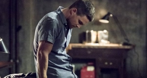 Arrow (saison 4) : Oliver Queen dans le costume de Green Arrow dès le 13 septembre sur TF1