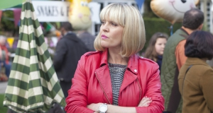 Agatha Raisin : Ashley Jensen (Glee) enquête à Carsley dans l'adaptation des romans de M.C. Beaton