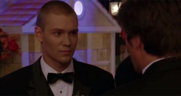 Les Frères Scott : Lucas (Chad Michael Murray) mal en point, Nathan (James Lafferty) brisé par un départ