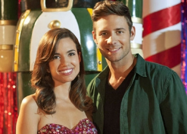 La plus belle fête de Noël (M6) : Torrey DeVitto délaisse Melissa Hastings de Pretty Little Liars